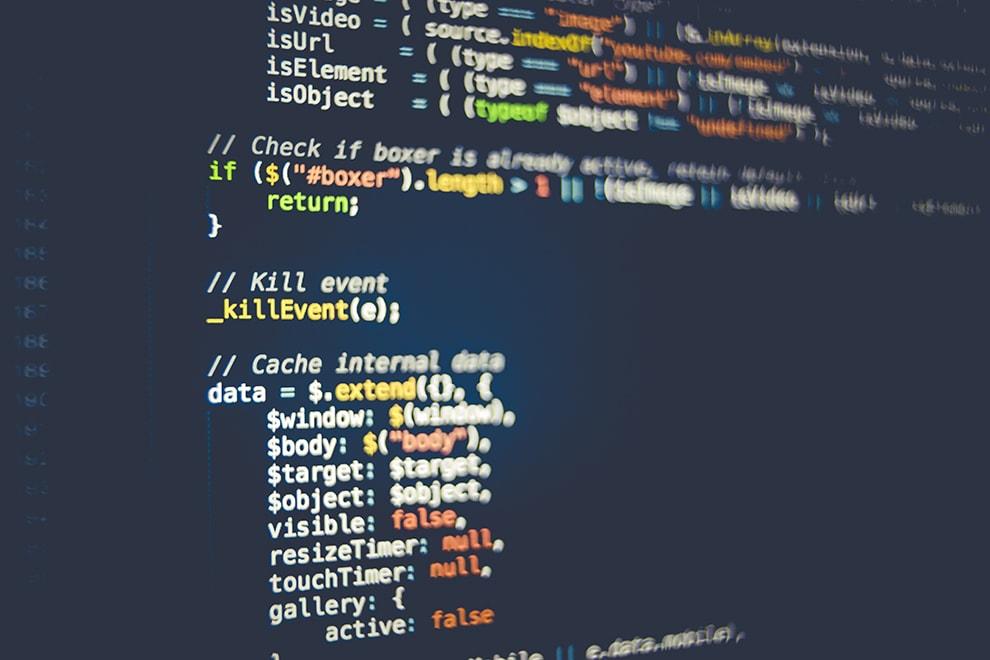 تطوير وتعديل البرامج المتخصصة